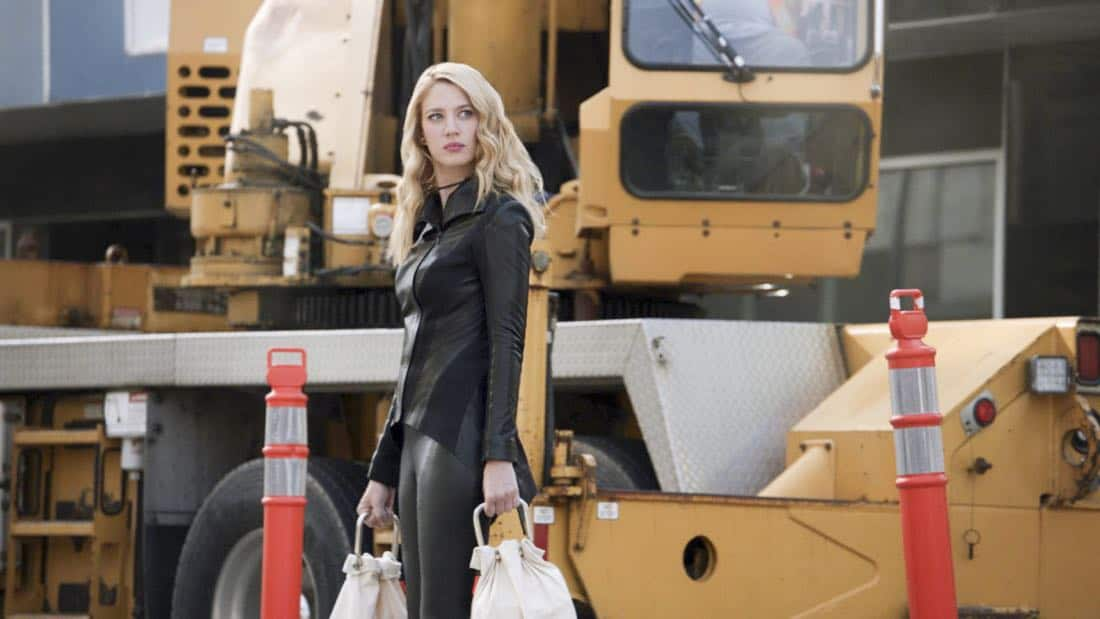 """Supergirl -- """"Triggers"""" -- SPG302_SG_0128318.jpg -- Pictured: Yael Grobglas as Psi -- Photo: The CW -- © 2017 The CW Network, LLC. All Rights Reserved"""