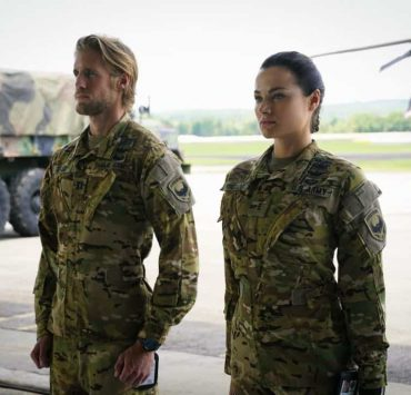 """Valor -- """"Esprit de Corps"""" -- Image Number: VAL102a_0056.jpg -- Pictured (L-R): Matt Barr as Gallo and Christina Ochoa as Nora -- Photo: Quantrell Colbert/The CW -- © 2017 The CW Network, LLC. All Rights Reserved."""