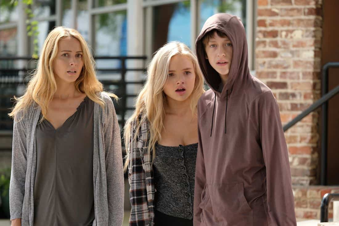 "THE GIFTED: L-R: Amy Acker, Natalie Alyn Lind and Percy Hynes White in the ""eXodus"" episode of THE GIFTED airing Monday, Oct. 16 (9:00-10:00 PM ET/PT) on FOX. ©2017 Fox Broadcasting Co. Cr: Eliza Morse/FOX"