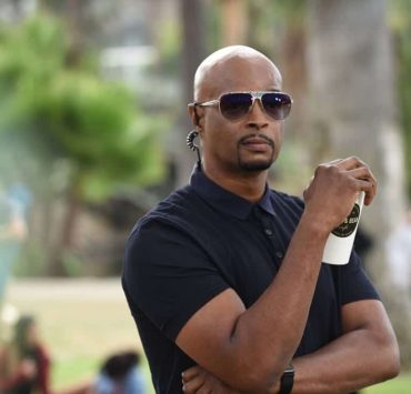 "LETHAL WEAPON: Damon Wayans in the ""Flight Risk"" episode of LETHAL WEAPON airing Tuesday, Oct. 17 (8:00-9:00 PM ET/PT) on FOX. ©2017 Fox Broadcasting Co. CR: Ray Mickshaw/FOX"