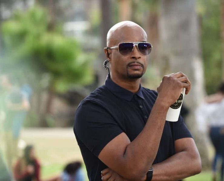 """LETHAL WEAPON: Damon Wayans in the """"Flight Risk"""" episode of LETHAL WEAPON airing Tuesday, Oct. 17 (8:00-9:00 PM ET/PT) on FOX. ©2017 Fox Broadcasting Co. CR: Ray Mickshaw/FOX"""
