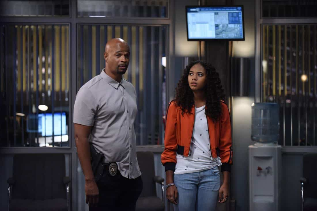 "LETHAL WEAPON: Pictured L-R: Damon Wayans and Chandler Kinney in the ""Flight Risk"" episode of LETHAL WEAPON airing Tuesday, Oct. 17 (8:00-9:00 PM ET/PT) on FOX. ©2017 Fox Broadcasting Co. CR: Ray Mickshaw/FOX"
