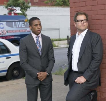 """A Business of Favors.""-- The DA's office asks Bull to assist them in their prosecution of a fraternity when a pledge accidentally drowns during a hazing incident, but his efforts may be derailed when the students close ranks to stonewall him, on BULL, Tuesday, Oct 10th (9:00-10:00 PM, ET/PT) on the CBS Television Network Pictured L-R: Tyrone Brown as ADA Richard Abernathy and Michael Weatherly as Dr. Jason Bull Photo: David M. Russell/CBS ©2017 CBS Broadcasting, Inc. All Rights Reserved"