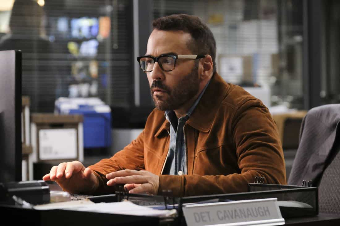 """""""User Bias"""" -- Pictured: Jeremy Piven as Jeffrey Tanner. The San Francisco P.D. comes to Tanner to get Sophe's help on a politically charged murder case following a rally in the city, on WISDOM OF THE CROWD, Sunday, Oct. 22 (8:30-9:30 PM, ET/8:00-9:00 PM, PT) on the CBS Television Network. Photo: Darren Michaels/CBS ©2017 CBS Broadcasting, Inc. All Rights Reserved."""