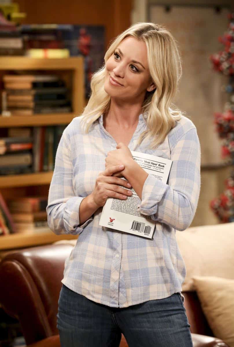 """""""The Collaboration Contamination"""" -- Pictured: Penny (Kaley Cuoco). Sheldon and Koothrappali confide in Bernadette when they can't handle Amy and Wolowitz working together. Also, Penny and Leonard learn new tactics for how to deal Sheldon from an unlikely source, on THE BIG BANG THEORY, Monday, Oct. 23 (8:00-8:31 PM, ET/PT) on the CBS Television Network. Photo: Michael Yarish/Warner Bros. Entertainment Inc. © 2017 WBEI. All rights reserved."""