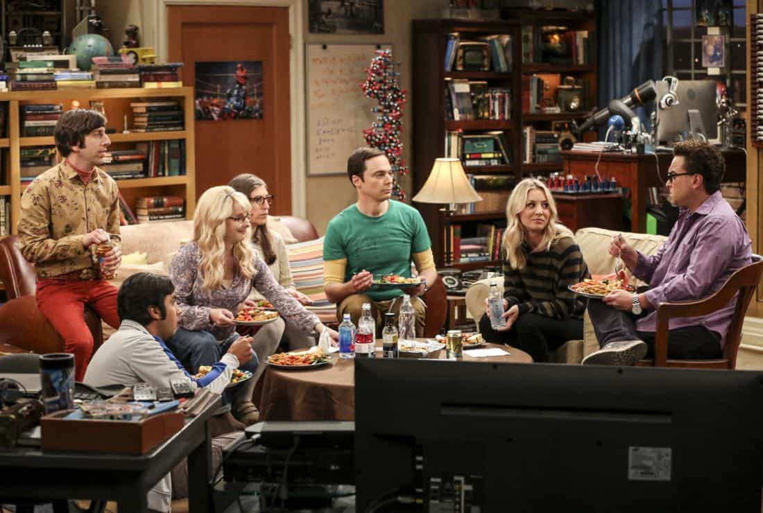 """""""The Collaboration Contamination"""" -- Pictured: Howard Wolowitz (Simon Helberg), Rajesh Koothrappali (Kunal Nayyar), Bernadette (Melissa Rauch), Amy Farrah Fowler (Mayim Bialik), Sheldon Cooper (Jim Parsons), Penny (Kaley Cuoco) and Leonard Hofstadter (Johnny Galecki). Sheldon and Koothrappali confide in Bernadette when they can't handle Amy and Wolowitz working together. Also, Penny and Leonard learn new tactics for how to deal Sheldon from an unlikely source, on THE BIG BANG THEORY, Monday, Oct. 23 (8:00-8:31 PM, ET/PT) on the CBS Television Network. Photo: Michael Yarish/Warner Bros. Entertainment Inc. © 2017 WBEI. All rights reserved."""