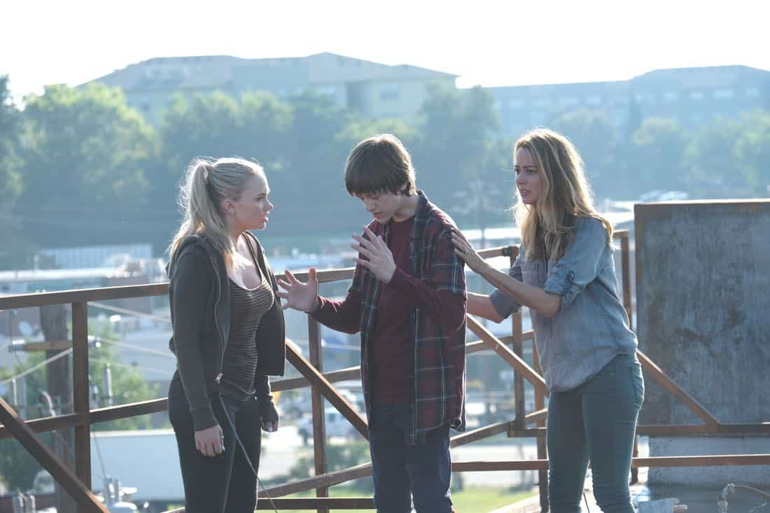 "THE GIFTED:  L-R:  Natalie Alyn Lind, Percy Hynes White and Amy Acker in the ""eXit strategy"" episode of THE GIFTED airing Monday, Oct. 23 (9:00-10:00 PM ET/PT) on FOX.  ©2017 Fox Broadcasting Co.  Cr:  Eliza Morse/FOX"