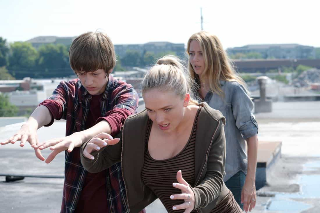 "THE GIFTED:  L-R:  Percy Hynes White, Natalie Alyn Lind and Amy Acker in the ""eXit strategy"" episode of THE GIFTED airing Monday, Oct. 23 (9:00-10:00 PM ET/PT) on FOX.  ©2017 Fox Broadcasting Co.  Cr:  Eliza Morse/FOX"
