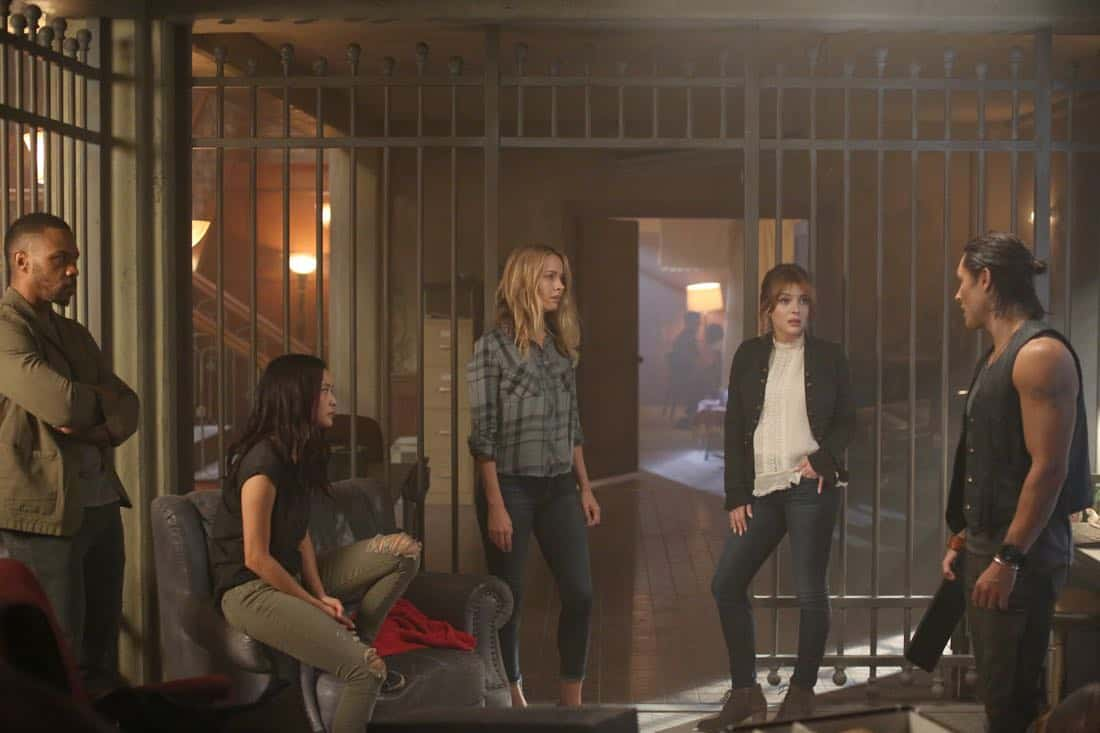 "THE GIFTED:  L-R:  Guest star Derek James Jones, Jamie Chung, Amy Acker, guest star Elena Satine and Blair Redford in the ""eXit strategy"" episode of THE GIFTED airing Monday, Oct. 23 (9:00-10:00 PM ET/PT) on FOX.  ©2017 Fox Broadcasting Co.  Cr:  Eliza Morse/FOX"