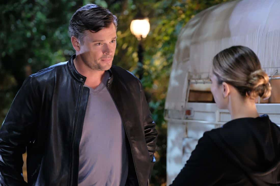 "LUCIFER: L-R: Tom Welling and Lauren German in the ""What Would Lucifer Do?"" episode of LUCIFER airing Monday, Oct. 23 (8:00-9:00 PM ET/PT) on FOX. CR: FOX"