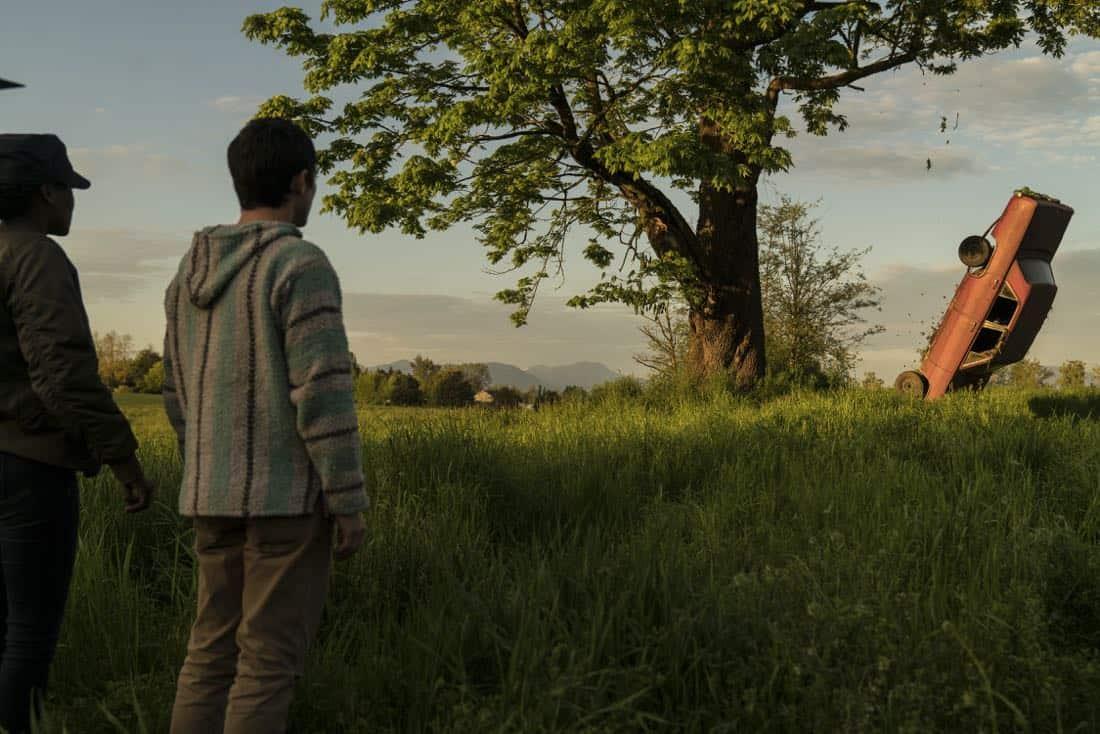 Elijah Wood (Todd), Jade Eshete (Farah)