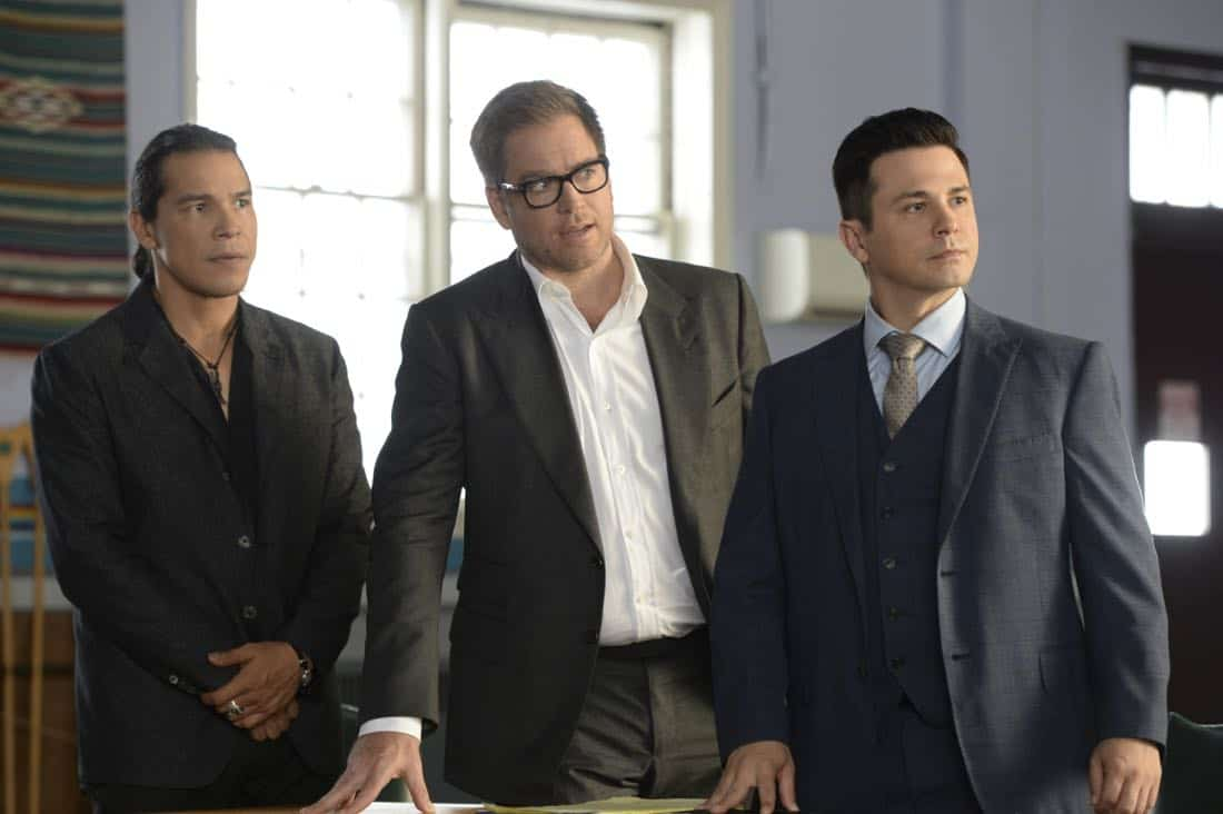 """""""Play the Hand You're Dealt""""--Bull must navigate the unfamiliar rules of a Native American tribal court when he agrees to help his college roommate, who has been arrested for murder at the reservation he lives on, on BULL, Tuesday, Oct 24 (9:00-10:00 PM, ET/PT) on the CBS Television Network. Pictured L-R: Nathaniel Arcand as Makya """"Mack"""" Begay, Michael Weatherly as Dr. Jason Bull, and Freddy Rodriguez as Benny Colón Photo: Jojo Whilden/CBS ©2017 CBS Broadcasting, Inc. All Rights Reserved"""