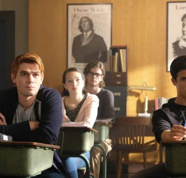 """Riverdale -- """"Chapter Fifteen: Nighthawks"""" -- Image Number: RVD202a_0032.jpg -- Pictured (L-R): KJ Apa as Archie Andrews and Charles Melton as Reggie Mantle -- Photo: Bettina Strauss /The CW -- © 2017 The CW Network. All Rights Reserved"""