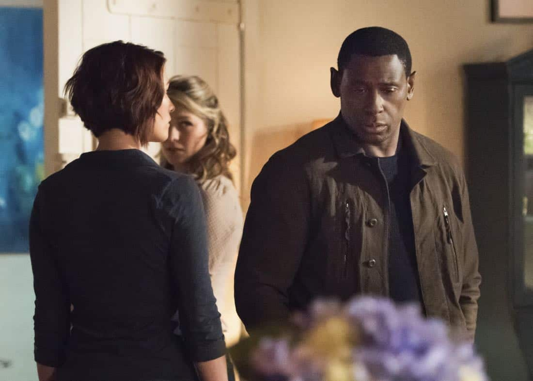 "Supergirl -- ""Far From The Tree"" -- SPG303a_0108.jpg -- Pictured (L-R): Chyler Leigh as Alex Danvers, Melissa Benoist as Kara/Supergirl and David Harewood as Hank Henshaw -- Photo: Dean Buscher/The CW -- © 2017 The CW Network, LLC. All Rights Reserved"