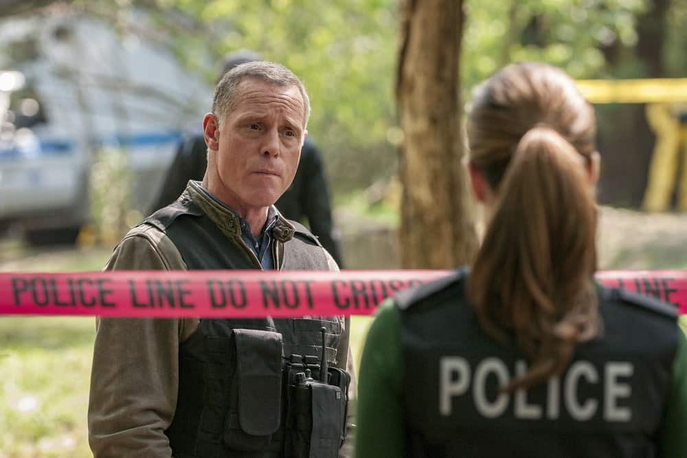 "CHICAGO P.D. -- ""Home"" Episode 505 -- Pictured: (l-r) Jason Beghe as Hank Voight, Marina Squerciati as Kim Burgess -- (Photo by: Matt Dinerstein/NBC)"