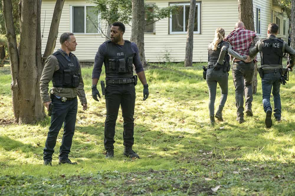 "CHICAGO P.D. -- ""Home"" Episode 505 -- Pictured: (l-r) Jason Beghe as Hank Voight, LaRoyce Hawkins as Kevin Atwater -- (Photo by: Matt Dinerstein/NBC)"