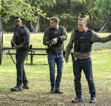 "CHICAGO P.D. -- ""Home"" Episode 505 -- Pictured: (l-r) LaRoyce Hawkins as Kevin Atwater, Patrick John Flueger as Adam Ruzek, Jason Beghe as Hank Voight -- (Photo by: Matt Dinerstein/NBC)"