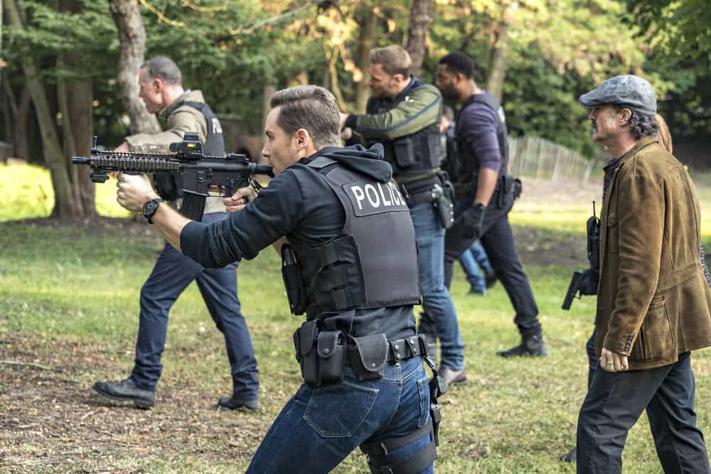 "CHICAGO P.D. -- ""Home"" Episode 505 -- Pictured: (l-r) Jason Beghe as Hank Voight, Jesse Lee Soffer as Jay Halstead, Patrick John Flueger as Adam Ruzek, LaRoyce Hawkins as Kevin Atwater, Elias Koteas as Alvin Olinsky -- (Photo by: Matt Dinerstein/NBC)"