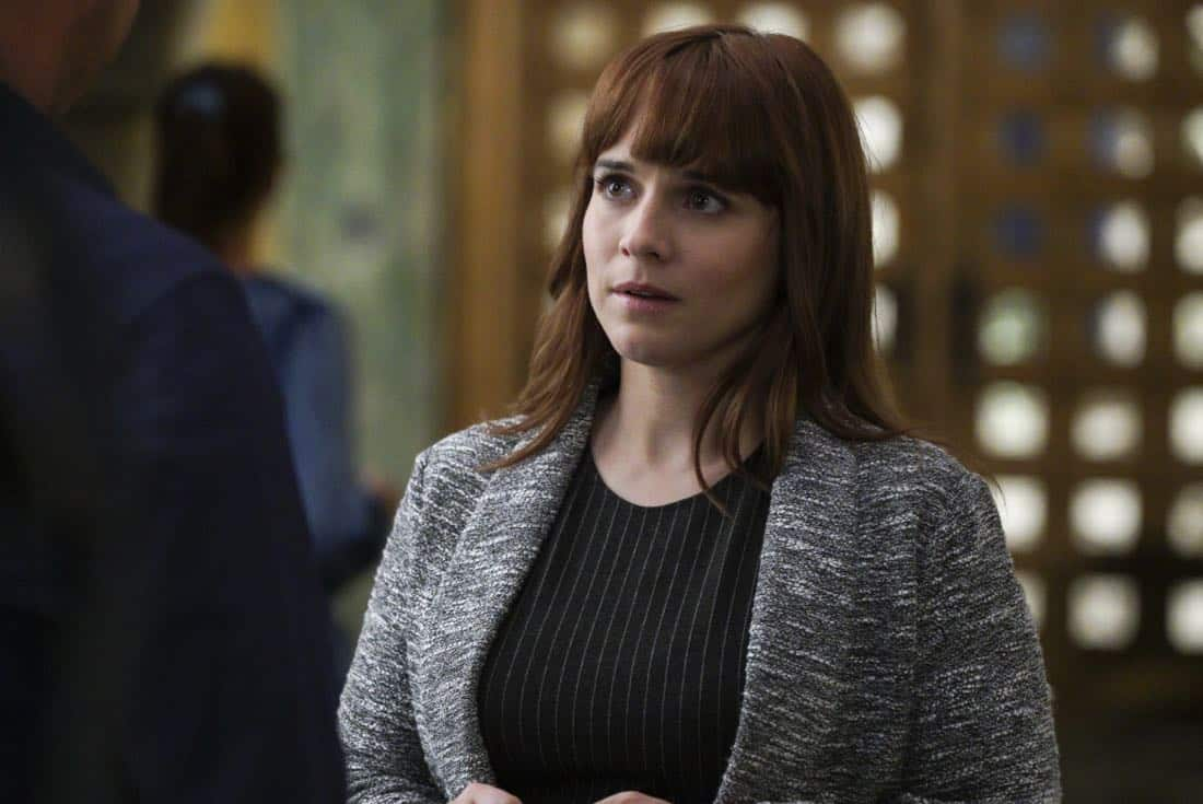 """Mountebank"" -- Pictured: Renee Felice Smith (Intelligence Analyst Nell Jones). Sam goes undercover as a day trader after a prominent investment banker with ties to a Russian oligarch is murdered. Also, one of Callen's aliases is the victim of credit card theft, and Mosley is concerned it signals something bigger, on NCIS: LOS ANGELES, Sunday, Oct. 29 (9:00-10:00 PM, ET/PT) on the CBS Television Network. Photo: Richard Cartwright/CBS ©2017 CBS Broadcasting, Inc. All Rights Reserved."