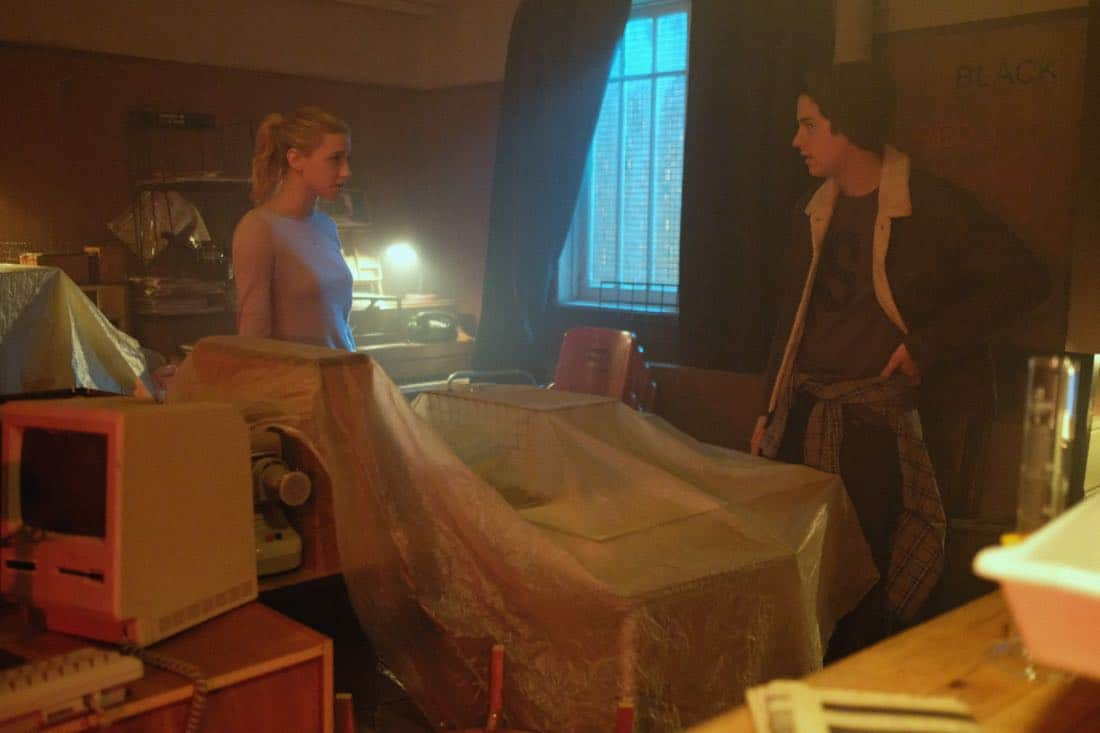 """Riverdale -- """"Chapter Sixteen: The Watcher in the Woods"""" -- Image Number: RVD203b_0002b -- Pictured (L-R): Lili Reinhart as Betty Cooper and Cole Sprouse as Jughead Jones -- Photo: Bettina Strauss /The CW -- © 2017 The CW Network. All Rights Reserved"""