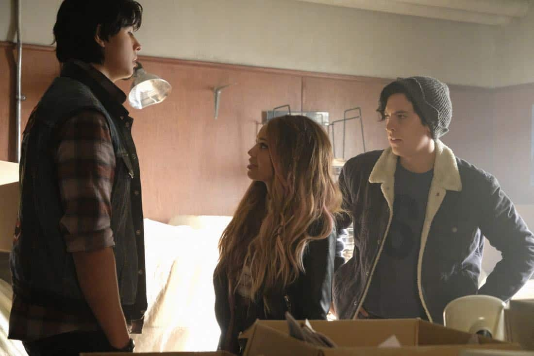 "Riverdale -- ""Chapter Sixteen: The Watcher in the Woods"" -- Image Number: RVD203b_0250b.jpg -- Pictured (L-R): Jordan Connor as Sweet Pea, Vanessa Morgan as Toni Topaz and Cole Sprouse as Jughead Jones -- Photo: Bettina Strauss /The CW -- © 2017 The CW Network. All Rights Reserved"
