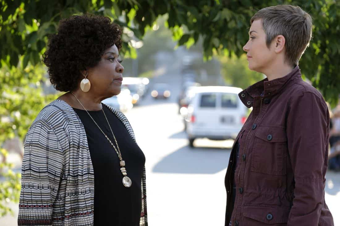 "Supernatural -- ""Patience"" -- Image Number: SN1303b_0292b.jpg -- Pictured (L-R): Loretta Devine as Missouri and Kim Rhodes as Jody Mills -- Photo: Bettina Strauss/The CW -- © 2017 The CW Network, LLC All Rights Reserved."