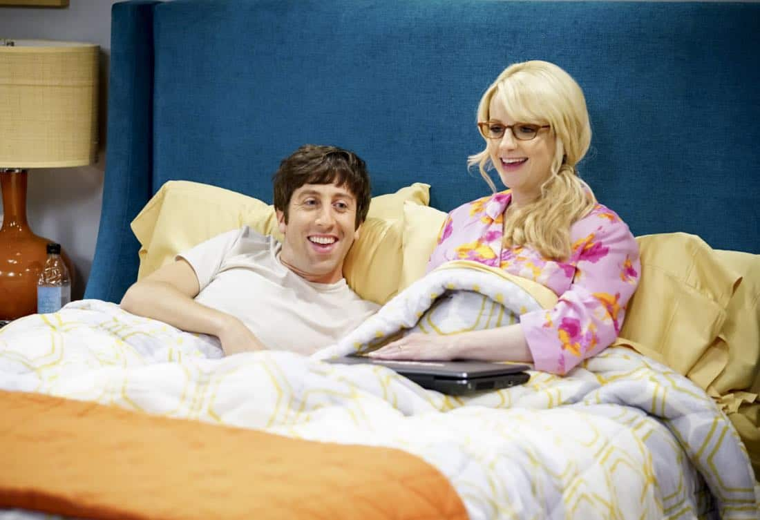 """The Proton Regeneration"" -- Pictured: Howard Wolowitz (Simon Helberg) and Bernadette (Melissa Rauch). Sheldon goes head-to-head with Wil Wheaton for the role of the new Professor Proton. Also, Penny steps in to take care of Halley when Bernadette and Wolowitz both wind up on bed rest, when THE BIG BANG THEORY moves to its regular time period, Thursday, Nov. 2 (8:00-8:31 PM, ET/PT), on the CBS Television Network. Photo: Sonja Flemming/CBS ©2017 CBS Broadcasting, Inc. All Rights Reserved."