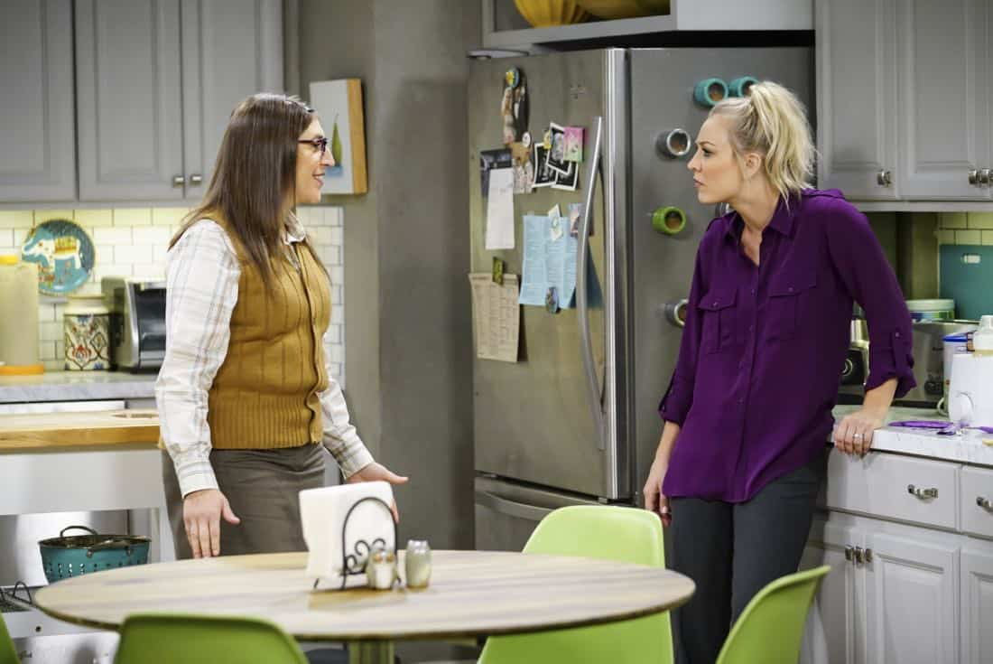 """The Proton Regeneration"" -- Pictured: Amy Farrah Fowler (Mayim Bialik) and Penny (Kaley Cuoco). Sheldon goes head-to-head with Wil Wheaton for the role of the new Professor Proton. Also, Penny steps in to take care of Halley when Bernadette and Wolowitz both wind up on bed rest, when THE BIG BANG THEORY moves to its regular time period, Thursday, Nov. 2 (8:00-8:31 PM, ET/PT), on the CBS Television Network. Photo: Sonja Flemming/CBS ©2017 CBS Broadcasting, Inc. All Rights Reserved."