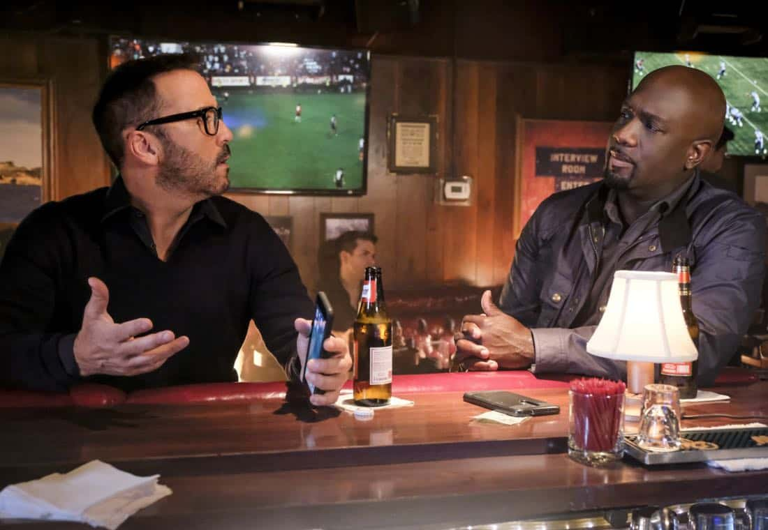 """Clear History"" -- Pictured: Jeremy Piven as Jeffrey Tanner and Richard T. Jones as Detective Tommy Cavanaugh. Tanner's previous company claims Sophe was created using their copyrighted codes and legally threatens to shut down the organization.  Also, Cavanaugh works with Tanner to solve the murder of a retired detective after his boss removes him from the case due to a personal connection with the family, on WISDOM OF THE CROWD, Sunday, Oct. 29 (8:00-9:00 PM, ET/PT), on the CBS Television Network. Photo: Darren Michaels/CBS ©2017 CBS Broadcasting, Inc. All Rights Reserved."