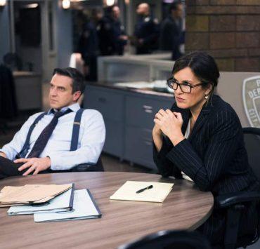 "LAW & ORDER: SPECIAL VICTIMS UNIT -- ""Complicated"" Episode 1905 -- Pictured: (l-r) Raúl Esparza as A.D.A. Rafael Barba, Mariska Hargitay as Lieutenant Olivia Benson -- (Photo by: Michael Parmelee/NBC)"