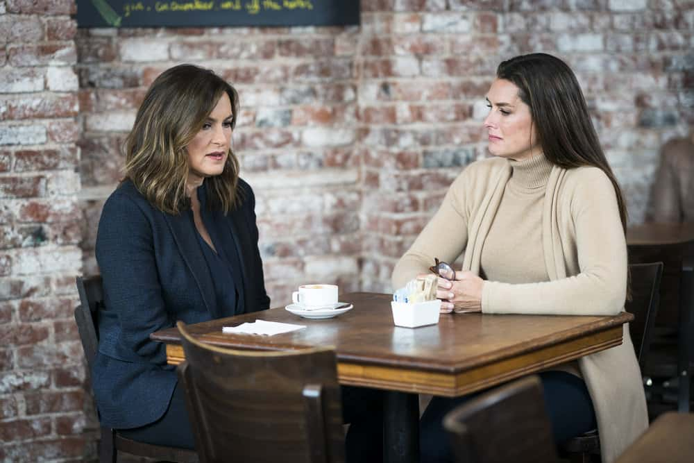 "LAW & ORDER: SPECIAL VICTIMS UNIT -- ""Complicated"" Episode 1905 -- Pictured: (l-r) Mariska Hargitay as Lieutenant Olivia Benson, Brooke Shields as Sheila Porter -- (Photo by: Michael Parmelee/NBC)"