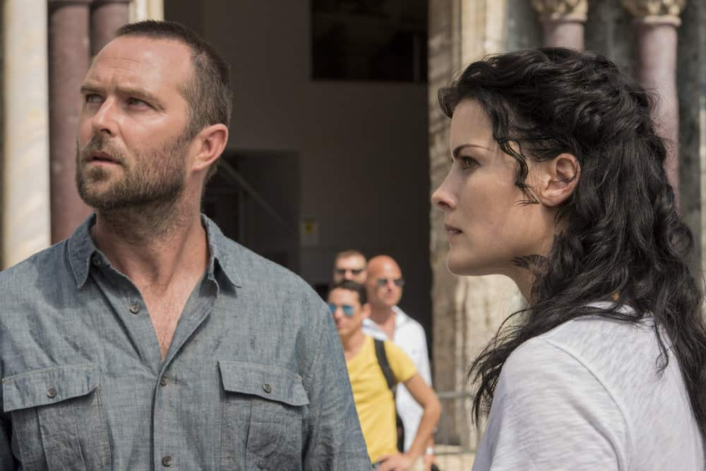 "BLINDSPOT -- ""Back to the Grind"" Episode 301 -- Pictured: (l-r) Sullivan Stapleton as Kurt Weller, Jaimie Alexander as Jane Doe -- (Photo by: Simone Falso/NBC/Warner Bros)"