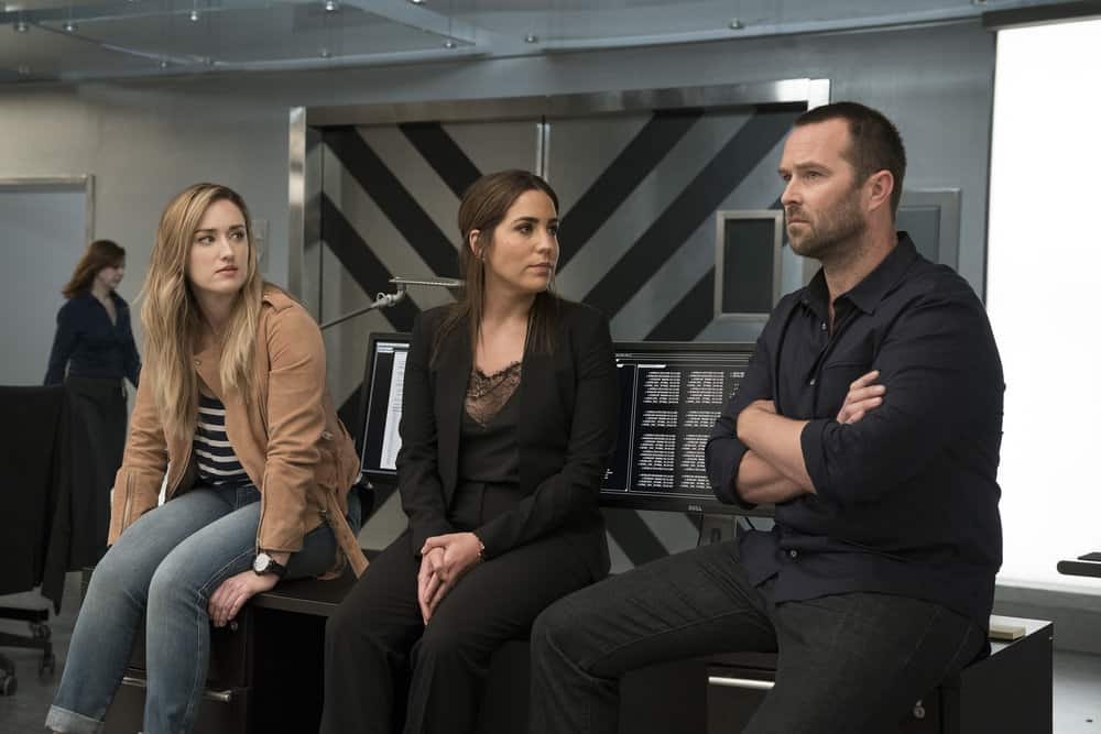 "BLINDSPOT -- ""Back to the Grind"" Episode 301 -- Pictured: (l-r) Ashley Johnson as Patterson, Audrey Esparza as Tasha Zapata, Sullivan Stapleton as Kurt Weller -- (Photo by: Peter Kramer/NBC)"