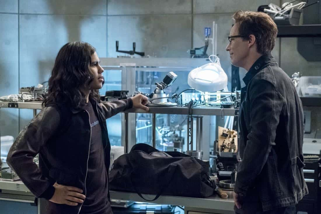 "The Flash -- ""Elongated Journey Into Night"" -- Image Number: FLA404b_0059b.jpg -- Pictured (L-R): Carlos Valdes as Cisco Ramon and Tom Cavanagh as Harrison Wells -- Photo: Katie Yu/The CW -- © 2017 The CW Network, LLC. All rights reserved."