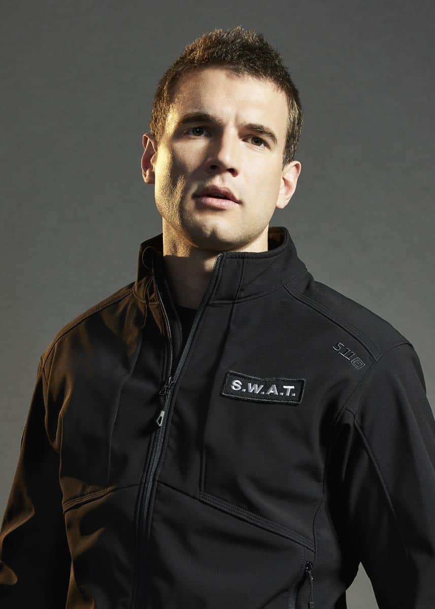 Alex Russell of the CBS series S.W.A.T. Photo: Smallz + Raskind/Sony Pictures Television © 2017 Sony Pictures Television
