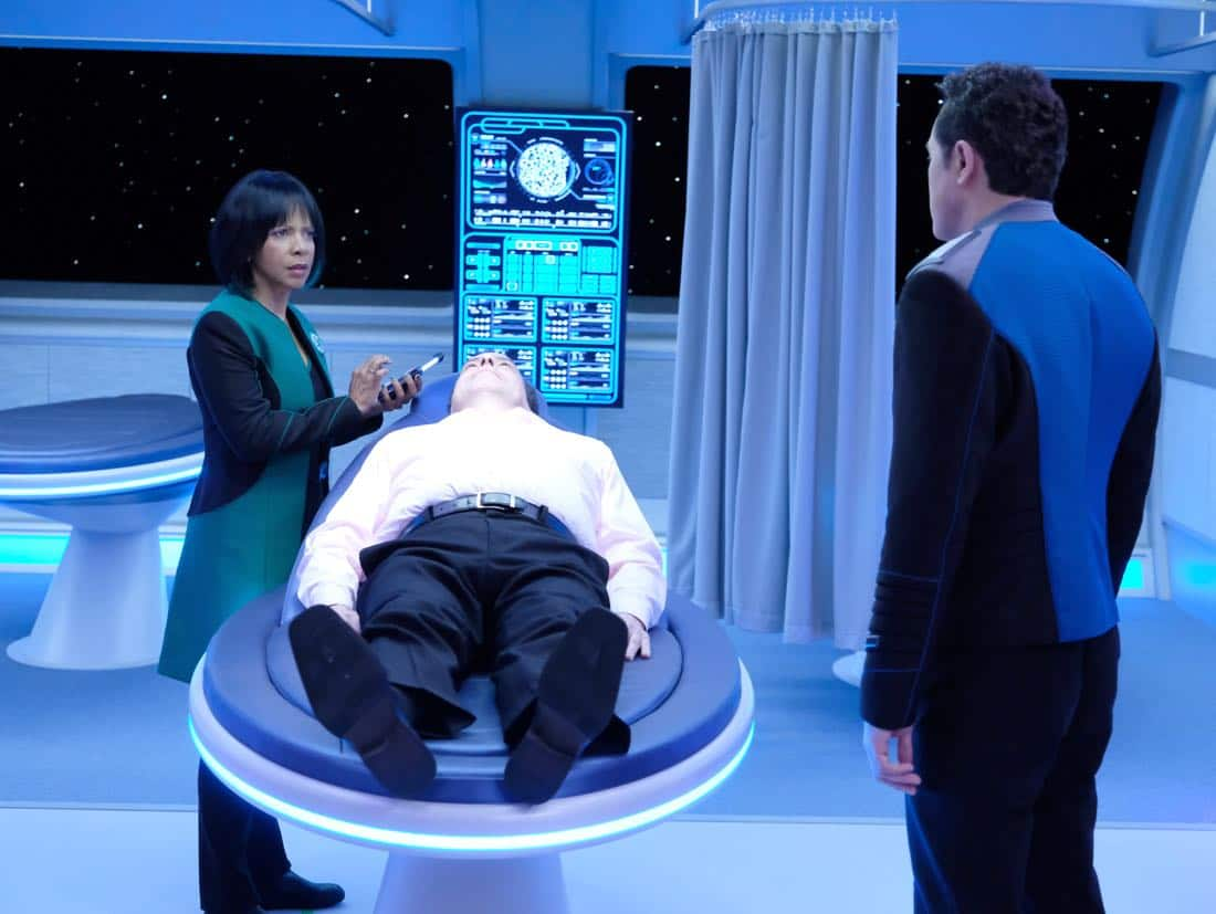"THE ORVILLE:  L-R:  Penny Johnson Jerald, guest star Loren Lester and Seth MacFarlane in the ""Majority Rule"" episode of THE ORVILLE airing Thursday, Oct. 26 (9:01-10:00 PM ET/PT) on FOX.  ©2017 Fox Broadcasting Co. Cr: Ray Mickshaw/FOX"