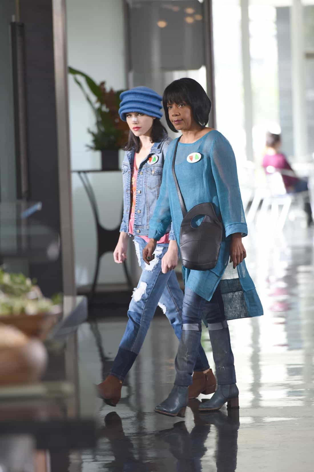 """THE ORVILLE:  L-R:  Halston Sage and Penny Johnson Jerald in the """"Majority Rule"""" episode of THE ORVILLE airing Thursday, Oct. 26 (9:01-10:00 PM ET/PT) on FOX.  ©2017 Fox Broadcasting Co. Cr:  Michael Becker/FOX"""