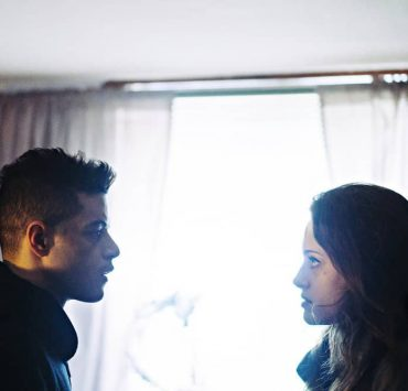 "MR. ROBOT -- ""eps3.3_metadata.par2"" Episode 304 -- Pictured: (l-r) Rami Malek as Elliot Alderson, Carly Chaikin as Darlene Alderson -- (Photo by: Michael Parmelee/USA Network)"