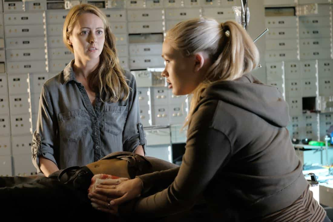"""THE GIFTED: L-R: Amy Acker and Natalie Alyn Lind in the """"boXed In"""" airing Monday, Oct. 30 (9:00-10:00 PM ET/PT) on FOX. ©2017 Fox Broadcasting Co. Cr: Eliza Morse/FOX"""