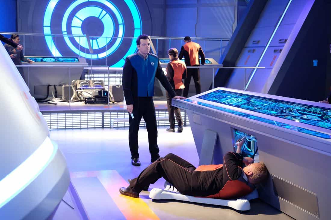 "THE ORVILLE:  Seth MacFarlane (C) in the ""Into The Fold"" episode of THE ORVILLE airing Thursday, Nov. 2 (9:01-10:00 PM ET/PT) on FOX. ©2017 Fox Broadcasting Co.  Cr:  Ray Mickshaw/FOX"