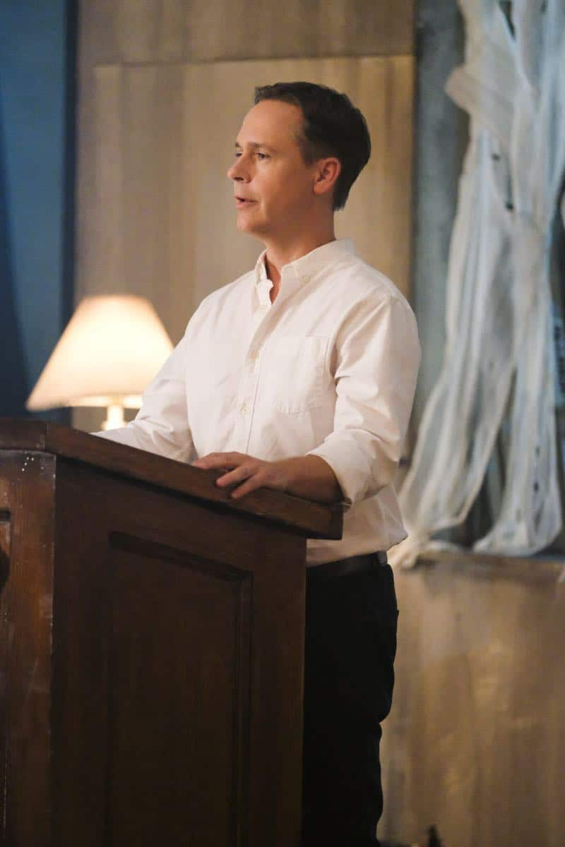 """Supergirl -- """"The Faithful"""" -- SPG304b_0467.jpg ñ Pictured: Chad Lowe as Thomas Coville -- Photo: Bettina Strauss/The CW -- © 2017 The CW Network, LLC. All Rights Reserved"""