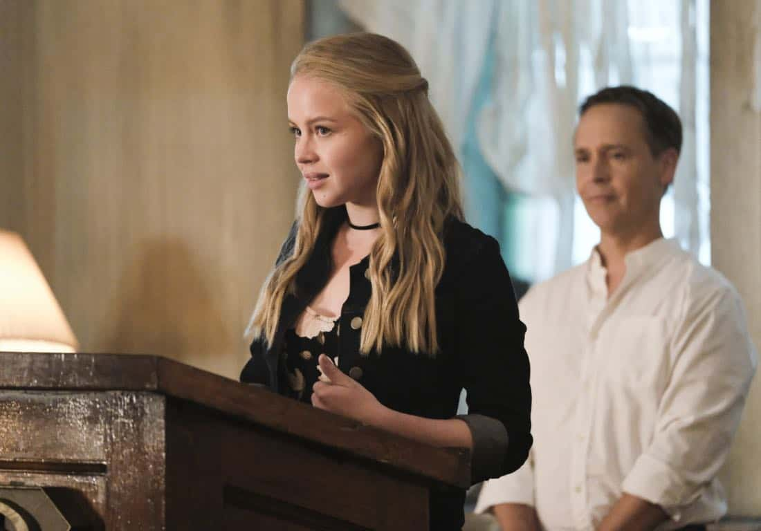 """Supergirl -- """"The Faithful"""" -- SPG304b_0482.jpg ñ Pictured (L-R): Sofia Vassilieva as Olivia and Chad Lowe as Thomas Coville -- Photo: Bettina Strauss/The CW -- © 2017 The CW Network, LLC. All Rights Reserved"""