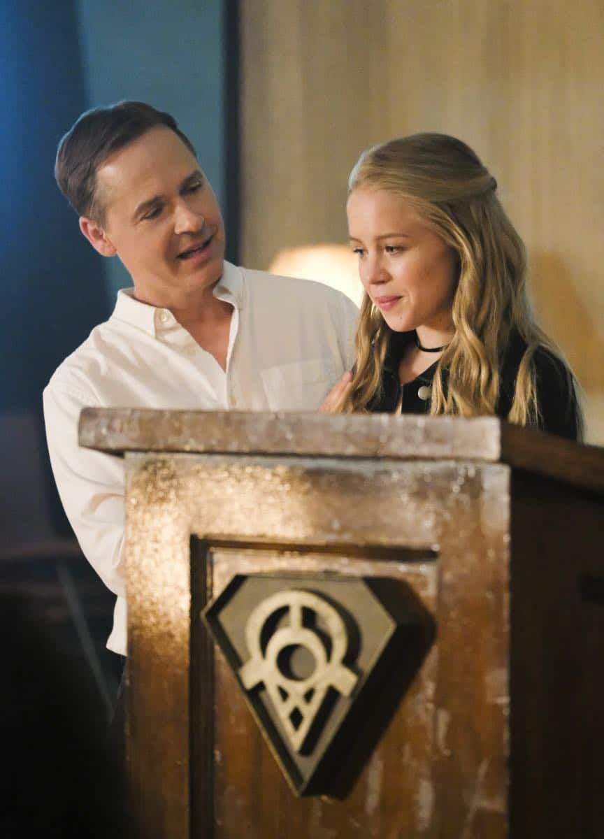 """Supergirl -- """"The Faithful"""" -- SPG304b_0494.jpg ñ Pictured (L-R): Chad Lowe as Thomas Coville and Sofia Vassilieva as Olivia -- Photo: Bettina Strauss/The CW -- © 2017 The CW Network, LLC. All Rights Reserved"""