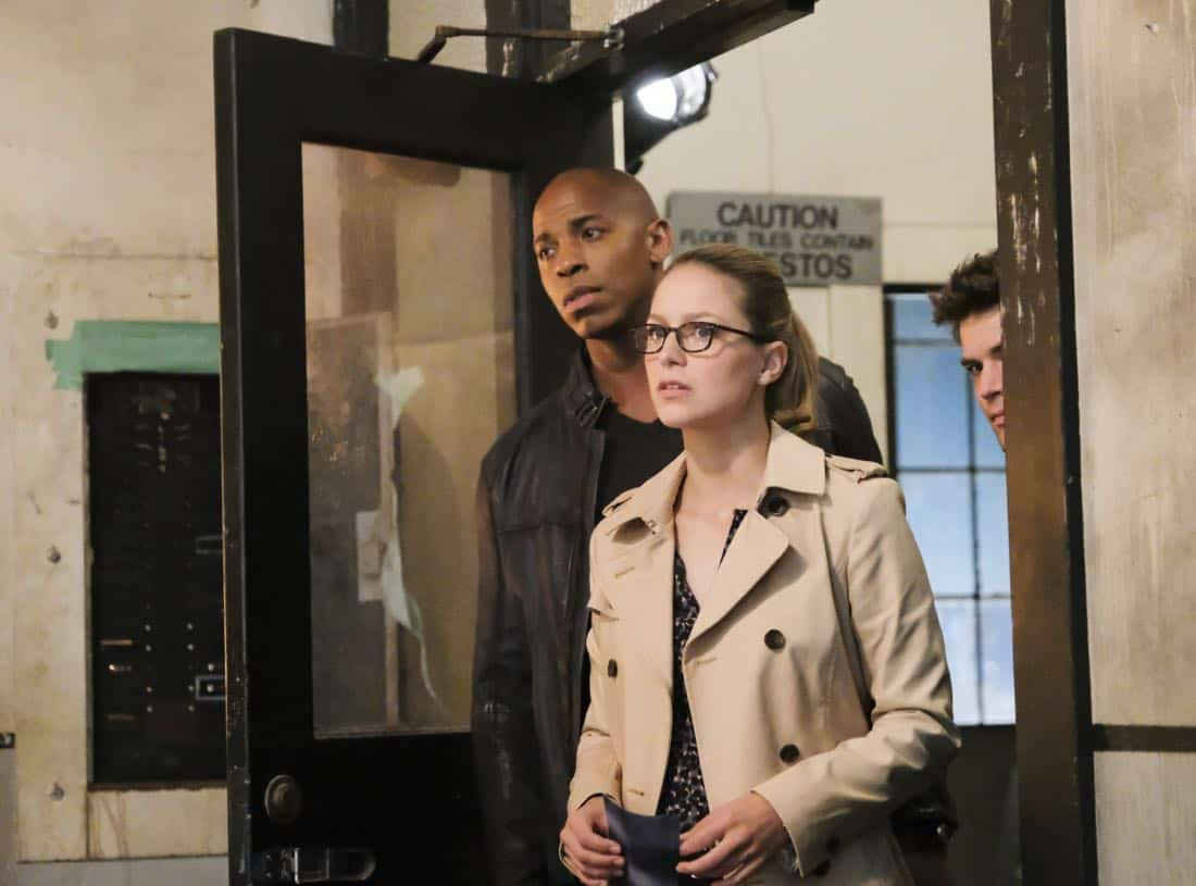 """Supergirl -- """"The Faithful"""" -- SPG304b_0413.jpg ñ Pictured (L-R): Mehcad Brooks as James Olsen/Guardian and Melissa Benoist as Kara/Supergirl -- Photo: Bettina Strauss/The CW -- © 2017 The CW Network, LLC. All Rights Reserved"""