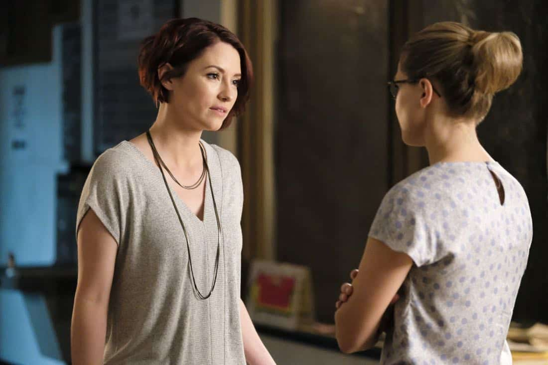 """Supergirl -- """"The Faithful"""" -- SPG304b_0007.jpg ñ Pictured (L-R): Chyler Leigh as Alex Danvers and Melissa Benoist as Kara/Supergirl -- Photo: Bettina Strauss/The CW -- © 2017 The CW Network, LLC. All Rights Reserved"""
