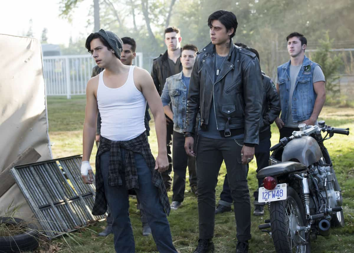 """Riverdale -- """"Chapter Eighteen: When A Stranger Calls"""" -- Image Number: RVD205a_0501.jpg -- Pictured (L-R): Cole Sprouse as Jughead Jones and Jordan Connor Yuen as Sweet Pea -- Photo: Dean Buscher/The CW -- © 2017 The CW Network. All Rights Reserved"""