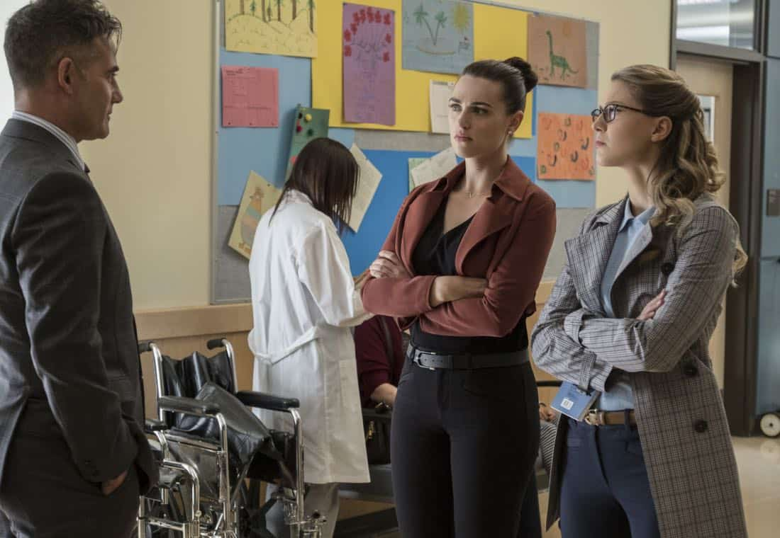 """Supergirl -- """"Damage"""" -- SPG305b_0087.jpg -- Pictured (L-R): Adrian Pasdar as Morgan Edge, Katie McGrath as Lena Luthor, and Melissa Benoist as Kara -- Photo: Jeff Weddell/The CW -- © 2017 The CW Network, LLC. All Rights Reserved"""
