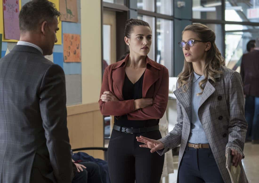 """Supergirl -- """"Damage"""" -- SPG305b_0160.jpg -- Pictured (L-R): Adrian Pasdar as Morgan Edge, Katie McGrath as Lena Luthor, and Melissa Benoist as Kara -- Photo: Jeff Weddell/The CW -- © 2017 The CW Network, LLC. All Rights Reserved"""