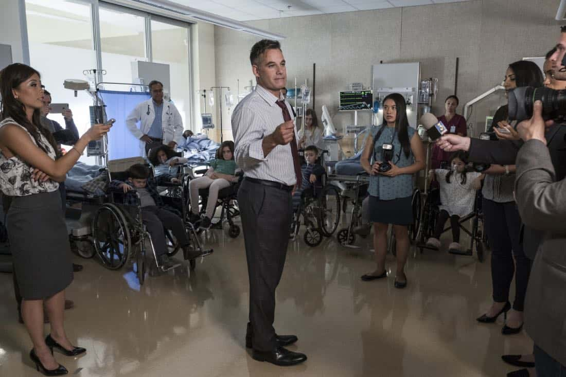 """Supergirl -- """"Damage"""" -- SPG305b_0327.jpg -- Pictured: Adrian Pasdar as Morgan Edge -- Photo: Jeff Weddell/The CW -- © 2017 The CW Network, LLC. All Rights Reserved"""