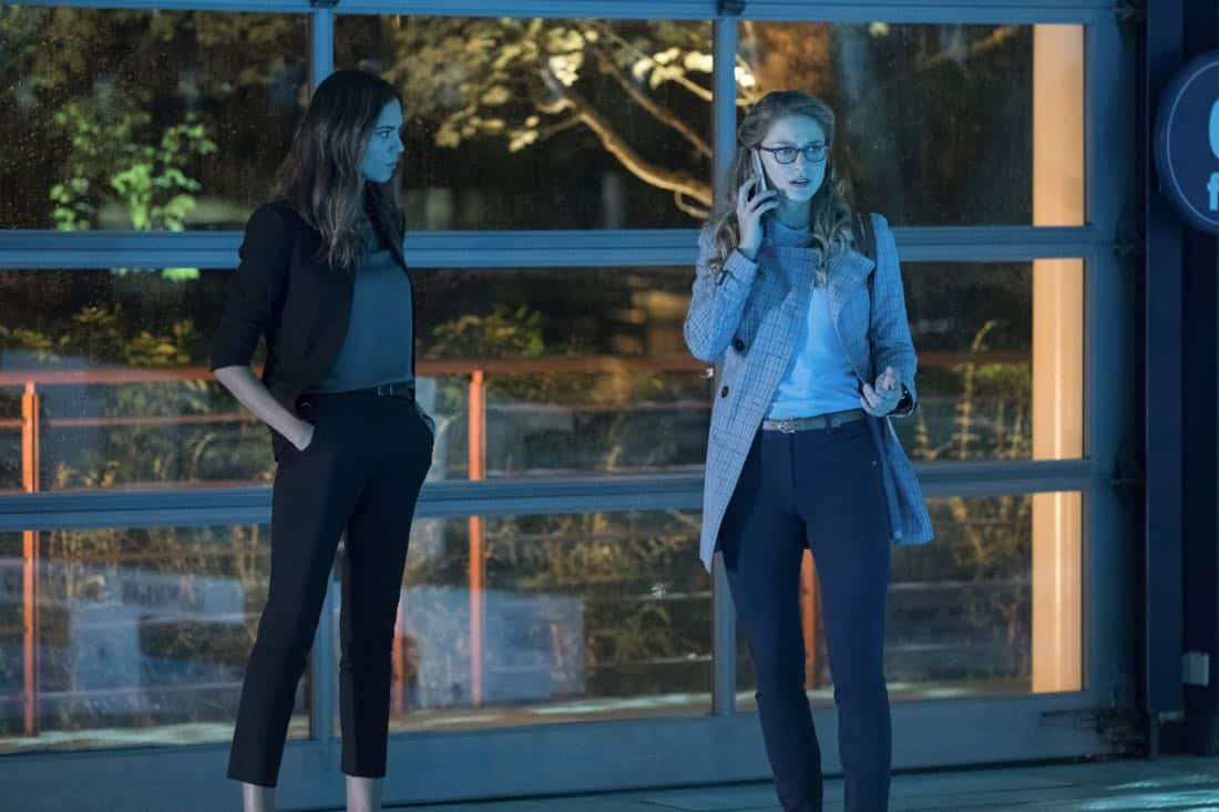 """Supergirl -- """"Damage"""" -- SPG305b_0390.jpg -- Pictured (L-R): Odette Annable as Samantha and Melissa Benoist as Kara -- Photo: Jeff Weddell/The CW -- © 2017 The CW Network, LLC. All Rights Reserved"""